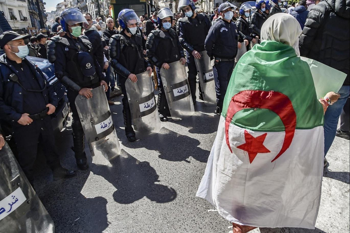 """""""أوقفوا حربكم المفتوحة على الشعب"""".. عريضة تحذر النظام في الجزائر"""