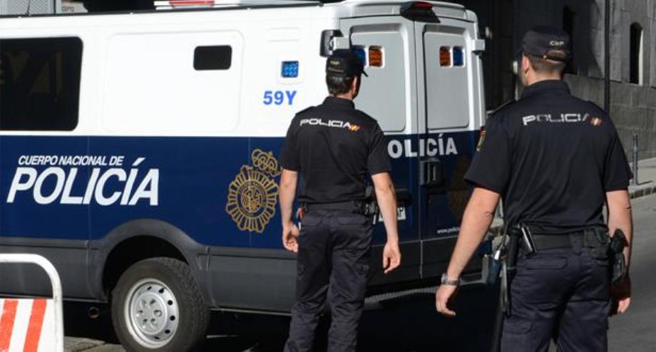 إسبانيا .. إلقاء القبض على مهرب جزائري متهم بالاتجار في البشر