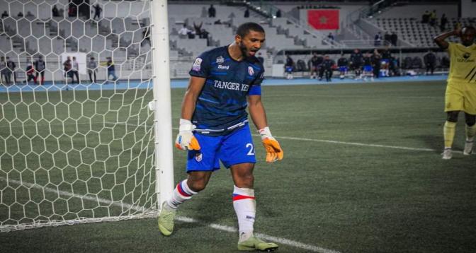 الحسناوي يتحول لحارس مرمى ويقود المغرب التطواني لنصف نهائي كأس العرش