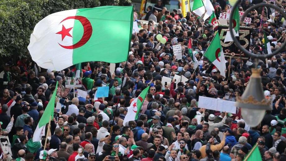Hirak: les Algériens dans la rue malgré la répression