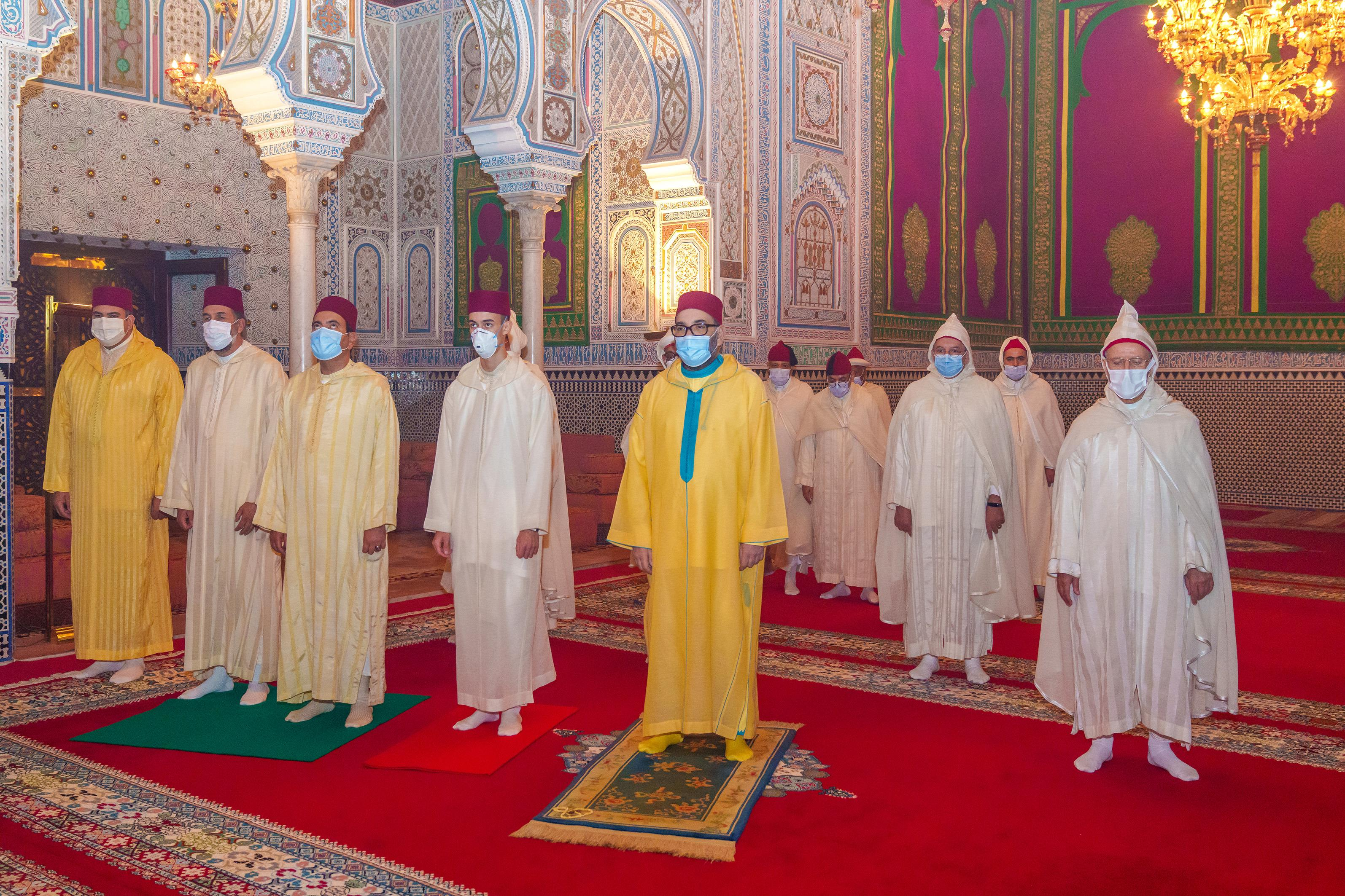 Le Roi Mohammed VI, Amir Al-Mouminine, commémore Laylat Al-Qadr bénie