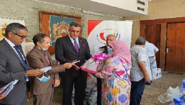 مساعدات غذائية لفائدة 80 أسرة مغربية وإيفوارية