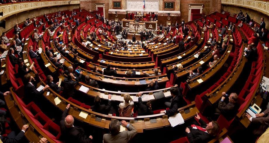 Sortie de l'état d'urgence et pass sanitaire: l'Assemblée vote finalement le texte, après le couac dans la majorité