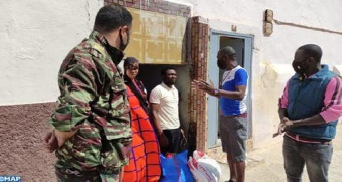 طانطان .. استفادة أكثر من 70 أسرة و مهاجرين أفارقة من مساعدات غذائية