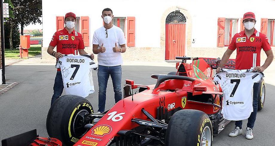 """رونالدو يغني مجموعته بسيارة سباق """"فيراري مونزا"""""""