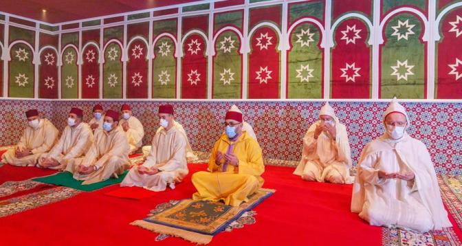 أمير المؤمنين الملك محمد السادس يؤدي صلاة عيد الفطر المبارك