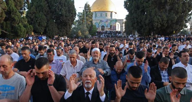 نحو 100 ألف مصل أدوا صلاة عيد الفطر في المسجد الأقصى المبارك