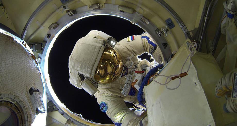 روسيا سترسل طاقما لإنجاز أول فيلم في الفضاء