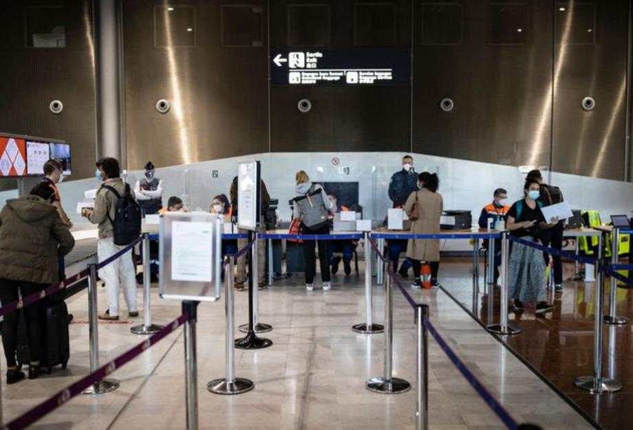 La France étend la quarantaine obligatoire aux voyageurs en provenance de quatre autres pays