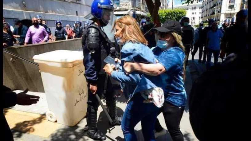 """""""آثار التعنيف"""" على جسد صحافية جزائرية يسيل مداد الصحف"""
