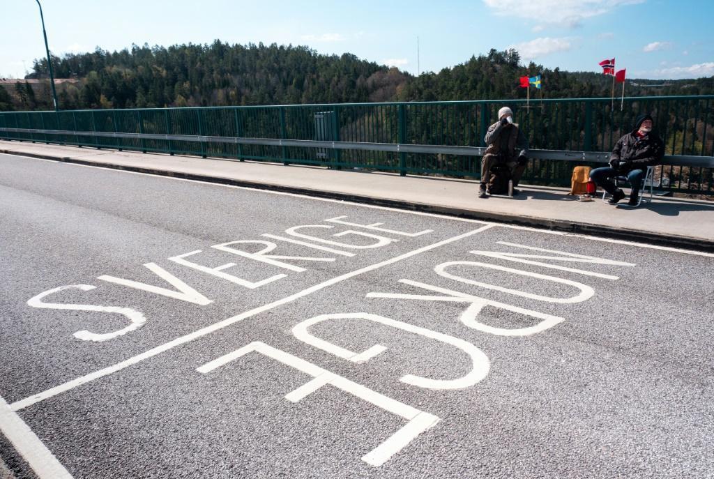 الوباء والحدود يفصلان بين توأمين سويديين