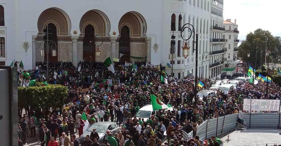 الجزائريون يتحدون القمع ويخرجون في الجمعة 117 من عمر الحراك