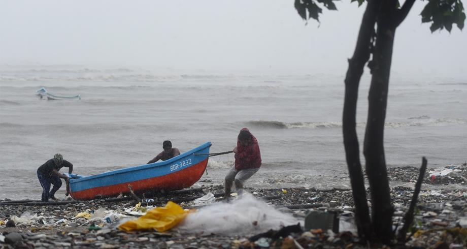 فقدان 127 شخصا جراء غرق مركب قرب سواحل مومباي في الهند