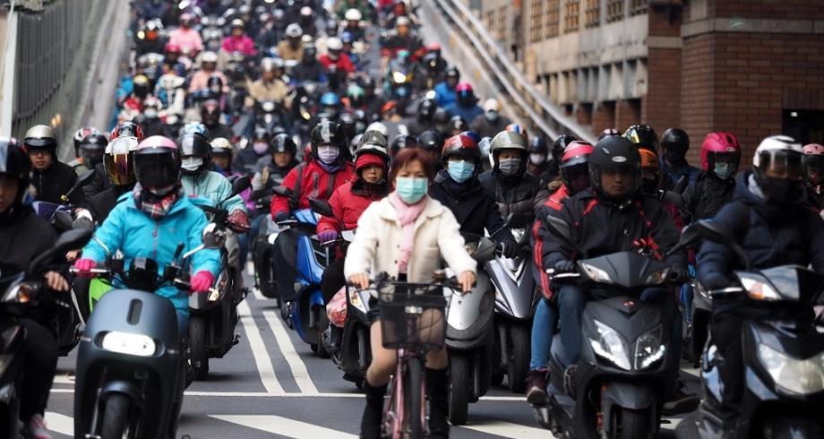 تايوان تسجل 335 حالة إصابة جديدة بكوفيد-19 وتغلق الحدود والمدارس