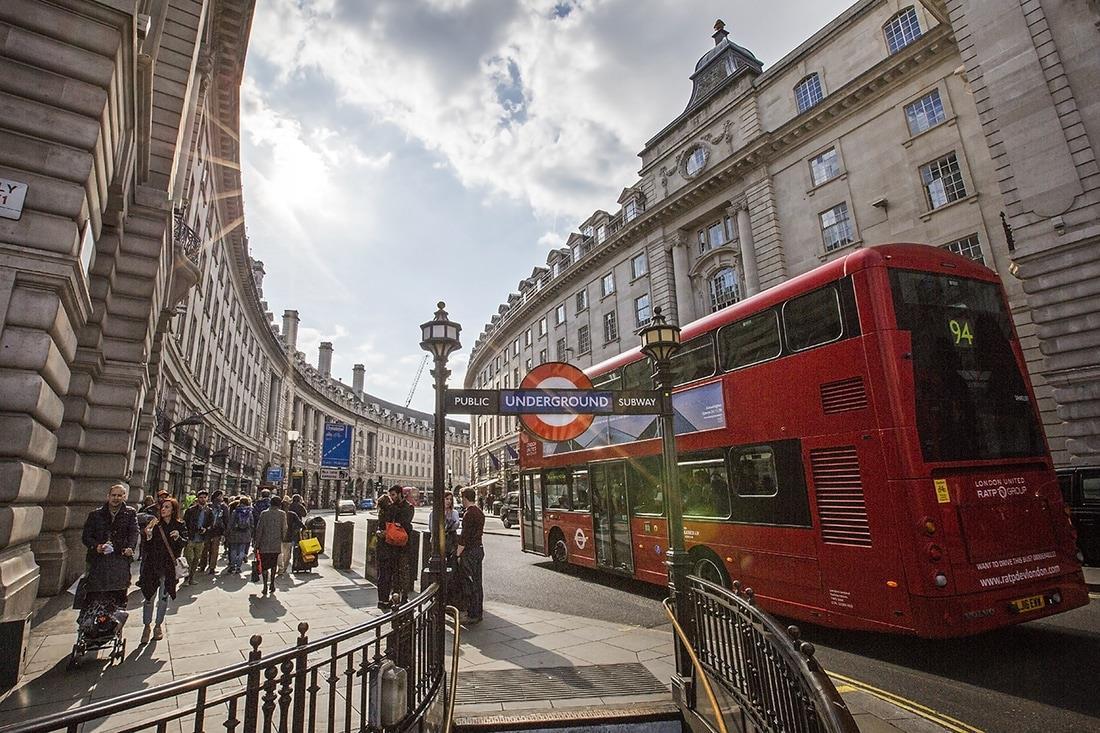 تخفيف قيود فيروس كورونا في بريطانيا