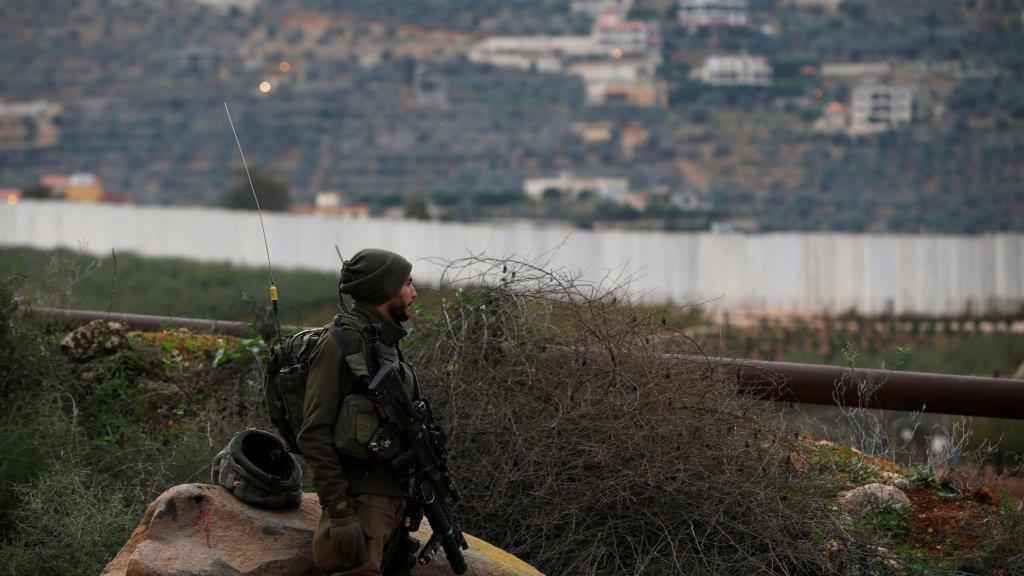 """إسرائيل ترد على إطلاق صواريخ من لبنان وسط """"استنفار عسكري"""""""