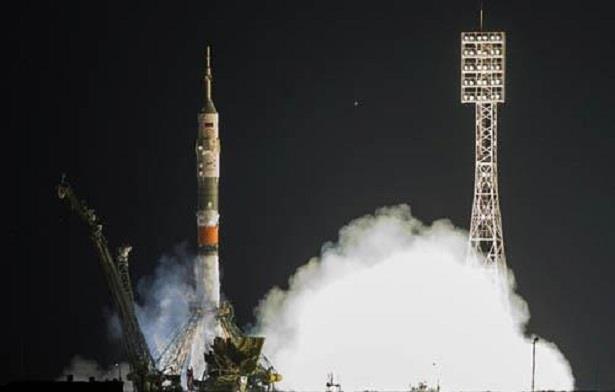 """روسيا تطرح للمرة الأولى مركبة فضائية من نوع """"سويوز"""" للبيع"""