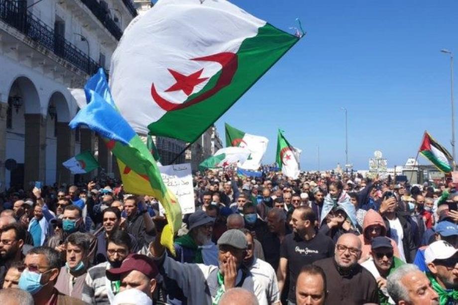 """Algérie : les marches hebdomadaires du """"Hirak"""" de nouveau empêchées"""