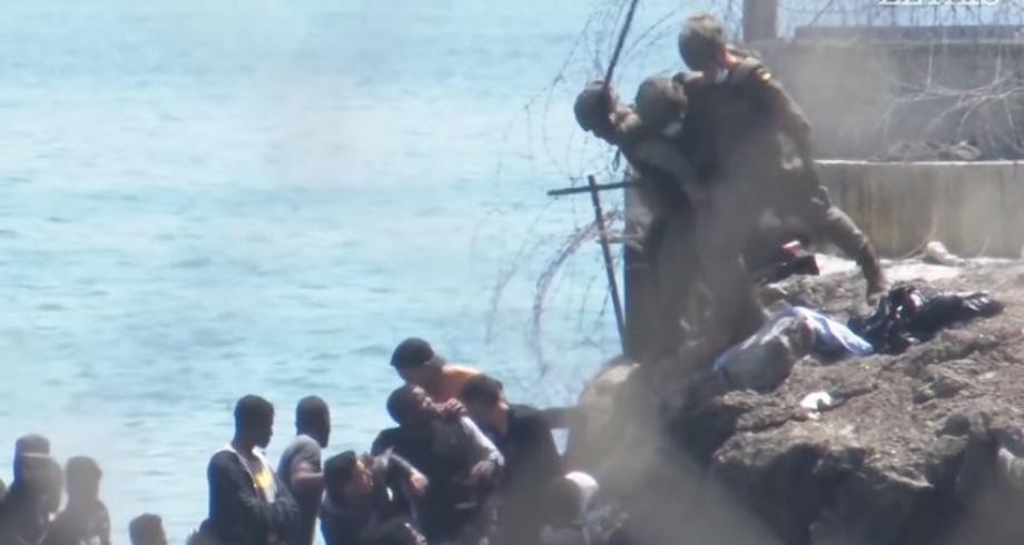 صحيفة فرنسية تؤكد حقيقة الفيديو الصادم لجنود إسبان يلقون بمهاجرين في البحر