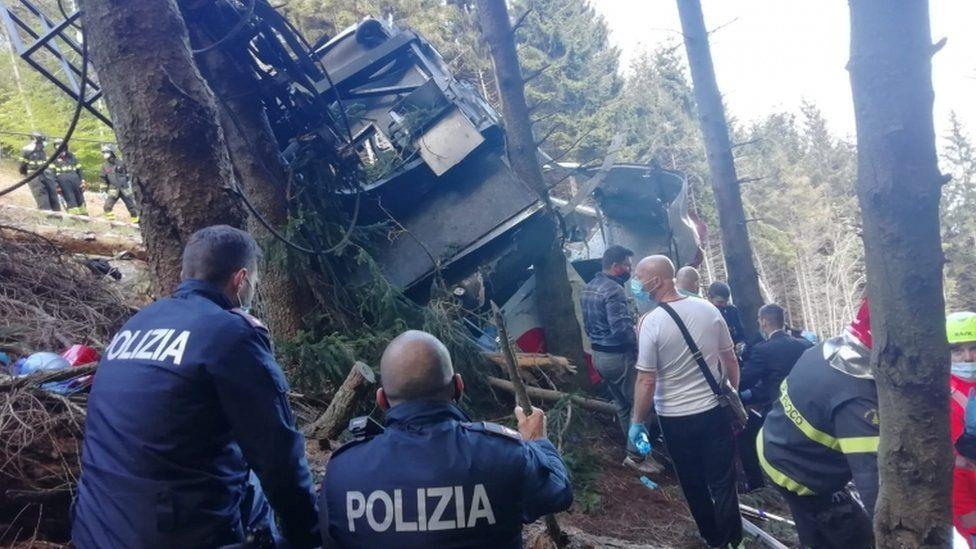إيطاليا ..ارتفاع حصيلة ضحايا سقوط قاطرة معلقة إلى ثمانية قتلى