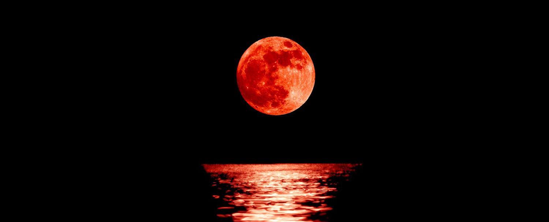 """سكان المحيط الهادئ يستعدون لمشاهدة """"قمر الدم العملاق"""""""