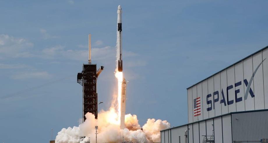 شركة (سبيس إكس) تطلق مجموعة جديدة من أقمار (ستارلينك) الخاصة بالإنترنت