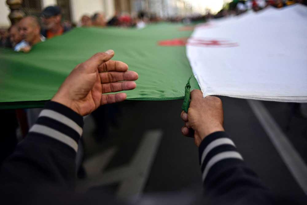 النظام الجزائري يواصل تضييقه الممنهـج بــحق نشطاء الحراك
