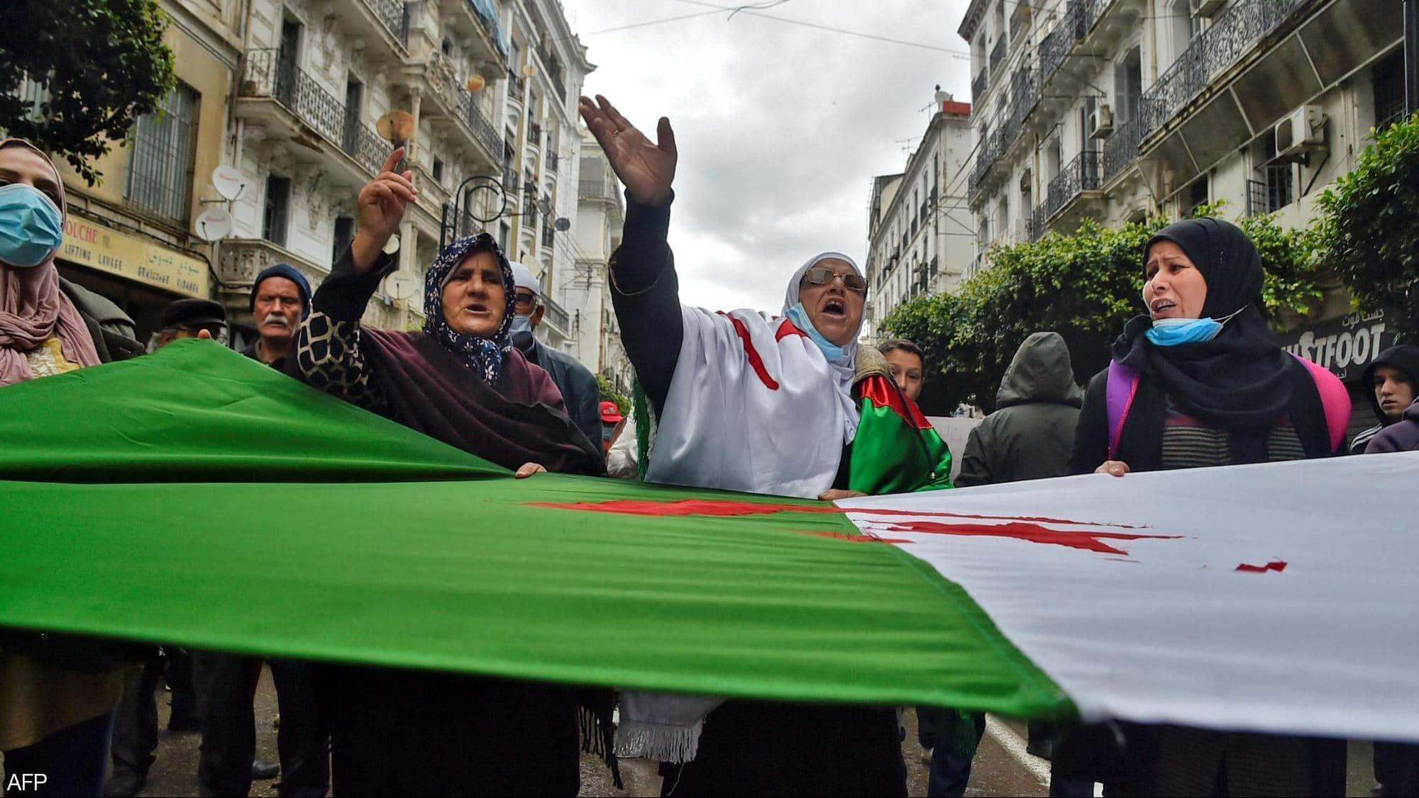 اصطدامات بين متظاهرين والشرطة بشمال الجزائر