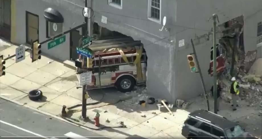 جرحى في اصطدام شاحنة إطفاء بمبنى في فيلاديلفيا