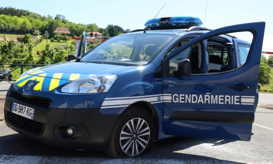 France: traque d'un ancien militaire lourdement armé après avoir tiré sur des gendarmes