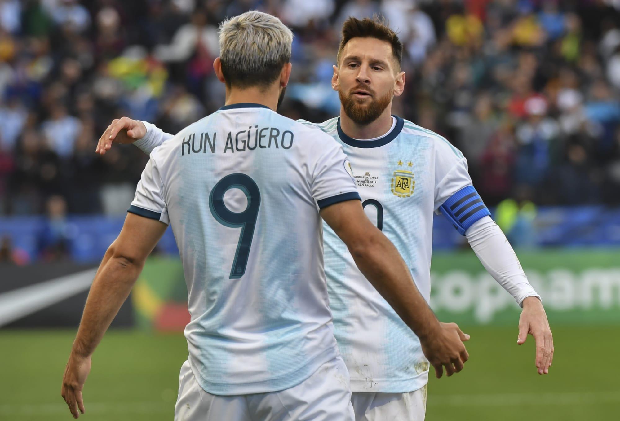 أغويرو يثق ببقاء ميسي في برشلونة