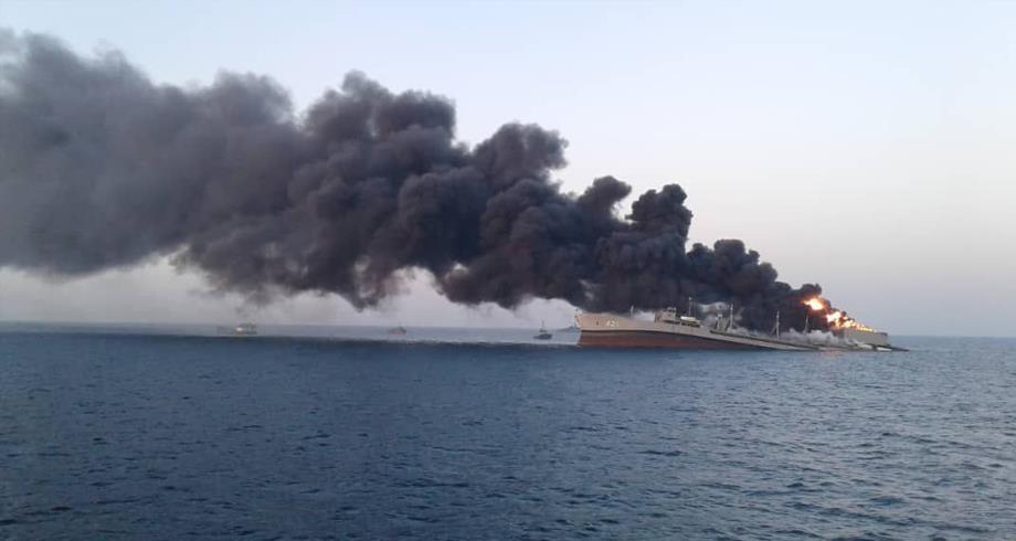 البحرية الإيرانية : غرق سفينة إمداد في خليج عمان ولا ضحايا