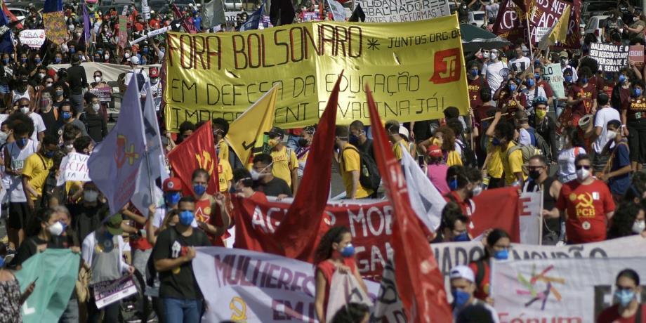 Économique et sanitaire : les crises s'accumulent au Brésil