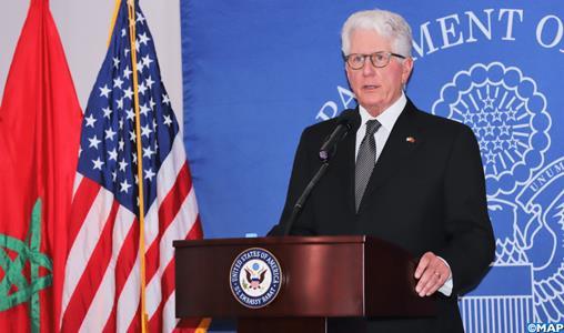 توشيح السفير السابق للولايات المتحدة بالمغرب بالوسام العلوي من درجة قائد