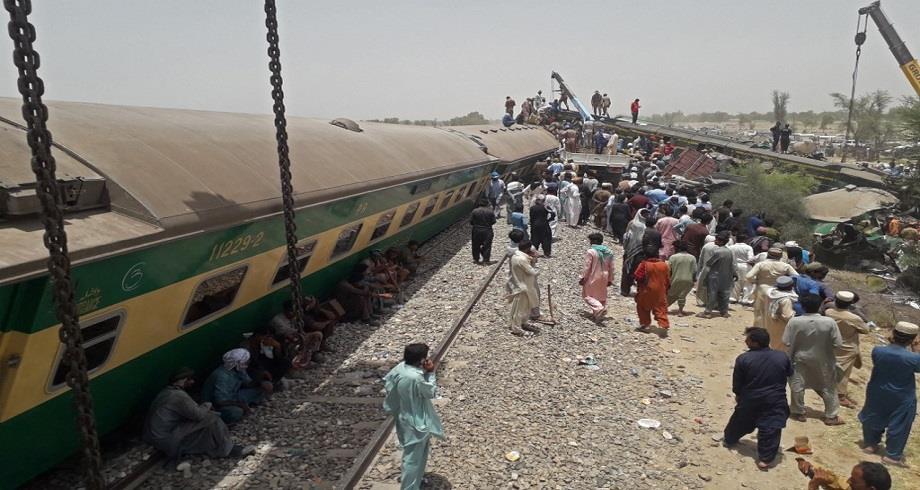 Plus de 30 morts dans un accident de train au Pakistan