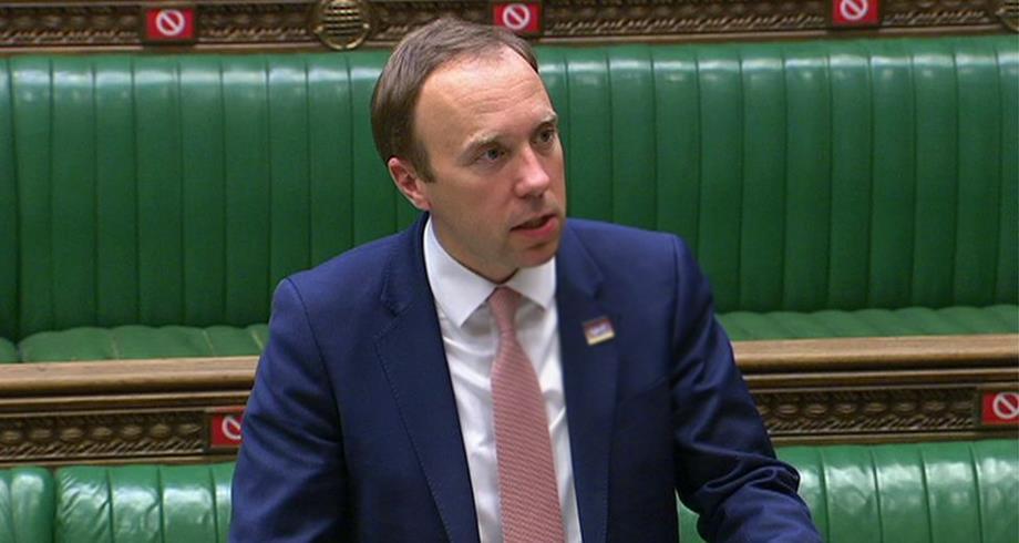 وزير الصحة البريطاني: متحور كورونا قد يؤجل رفع قيود الفيروس