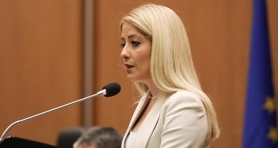 لأول مرة في تاريخ البلاد .. برلمان قبرص ينتخب امرأة لرئاسته