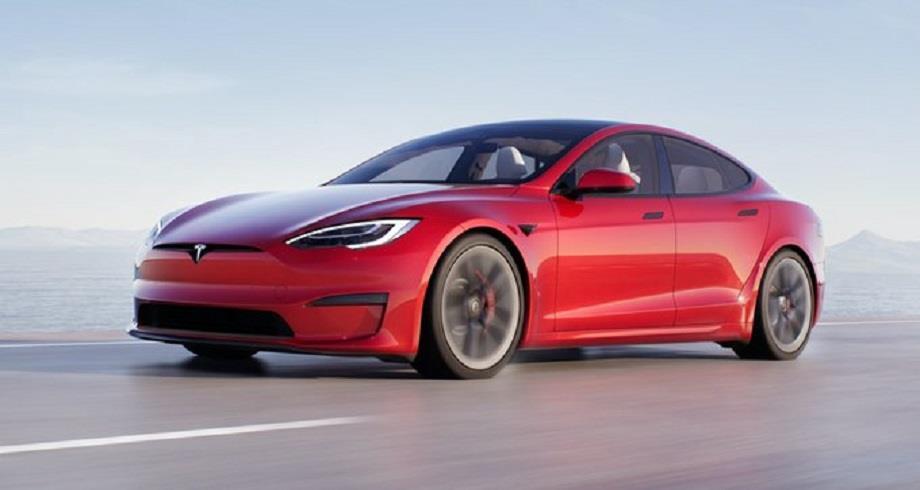 """USA: Tesla dévoile sa voiture de série """"la plus rapide au monde"""""""