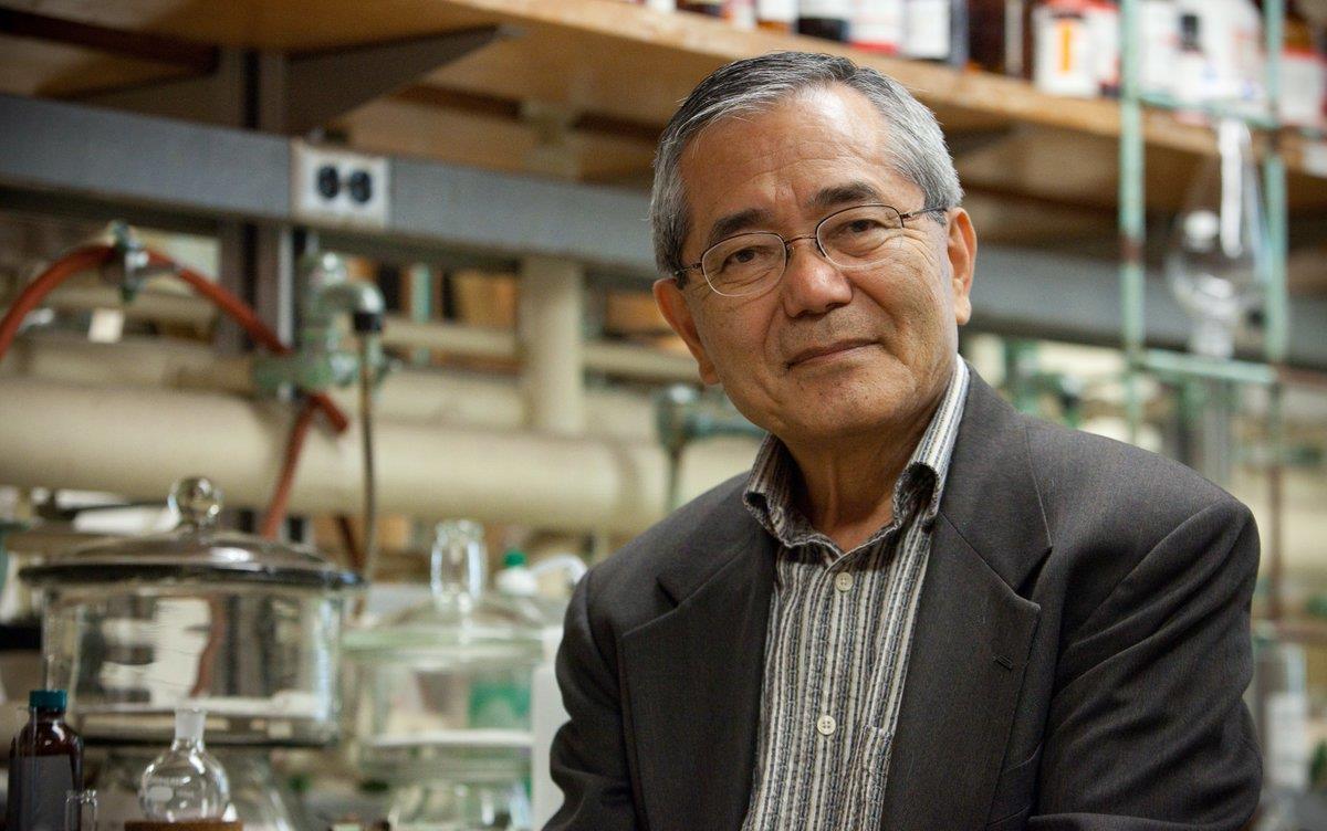 وفاة الياباني إي-ايتشي نيغيشي الحائز جائزة نوبل للكيمياء سنة 2010