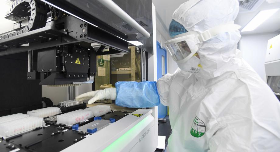 منظمة الصحة العالمية لا تستبعد فرضية تسرب فيروس كورونا من مختبر