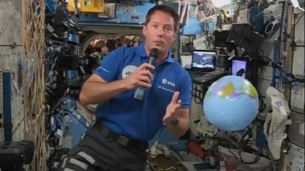 في مهمة معقدة .. توما بيسكيه خرج إلى الفراغ الفضائي الشاسع