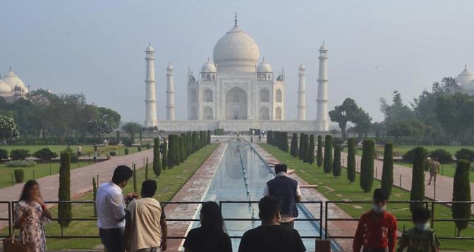 إعادة فتح أبواب تاج محل أبرز معلم سياحي هندي أمام الزوار