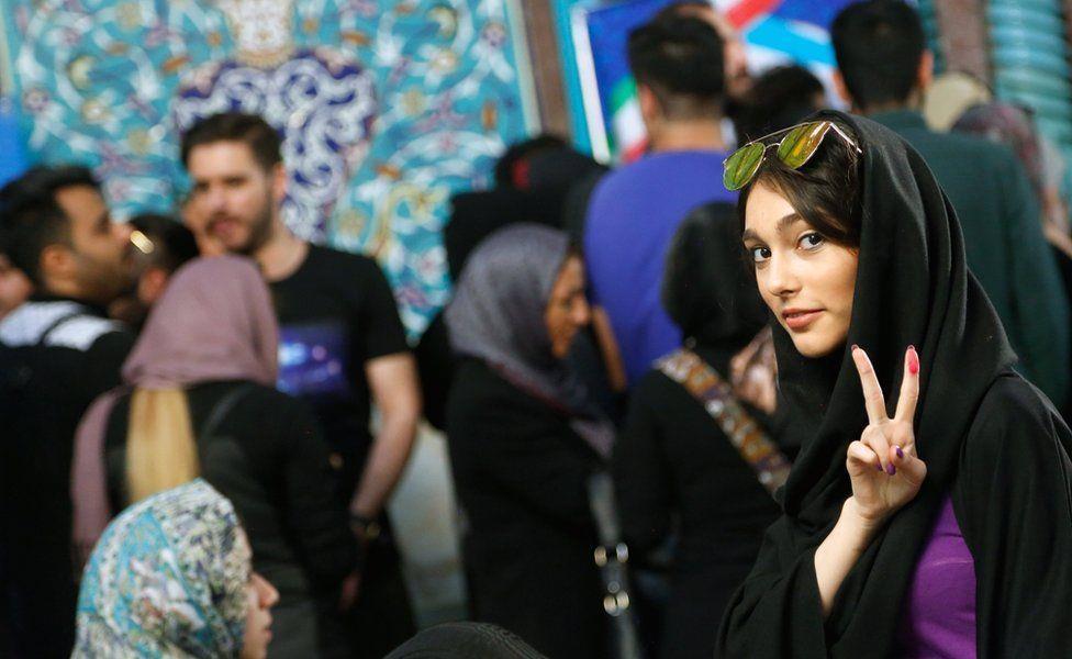 الإيرانيون ينتخبون رئيسهم