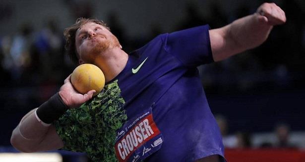 الأمريكي راين كراوزر يحطم الرقم القياسي العالمي لرمي الكرة الحديدية