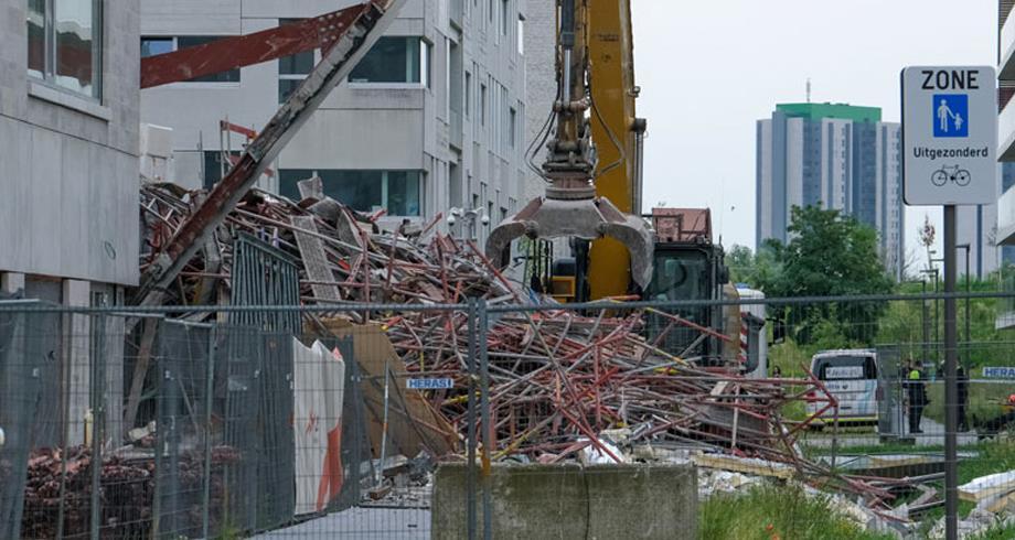 بلجيكا .. قتيلان وعدة جرحى في حادث انهيار مبنى مدرسة قيد البناء بأنفيرس
