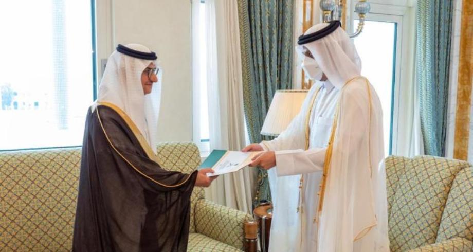 وزير الخارجية القطري يتسلم أوراق اعتماد سفير السعودية لدى الدوحة