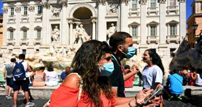 Covid-19: l'Italie mettra fin le 28 juin au masque obligatoire à l'extérieur