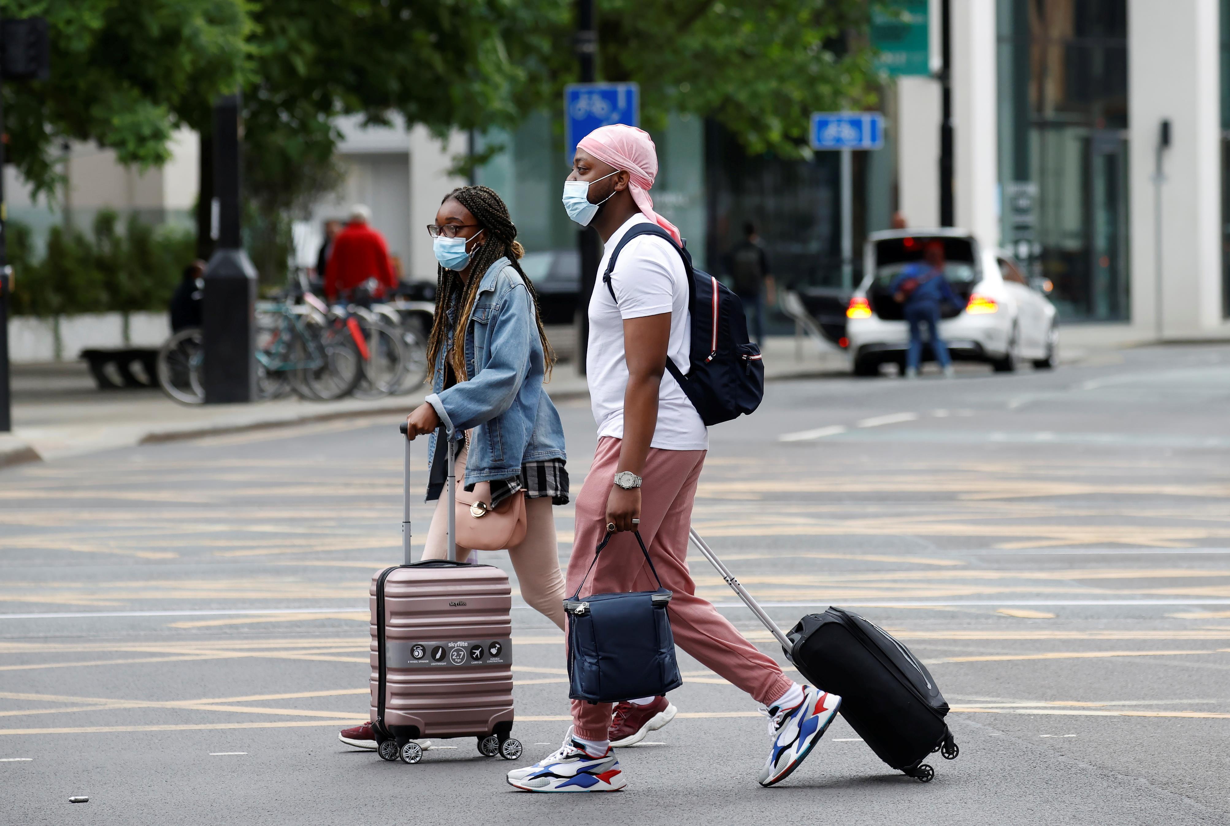 بريطانيا تستبعد انتظام السفر للخارج قبل 2022 وتناشد بقضاء العطل داخليًا