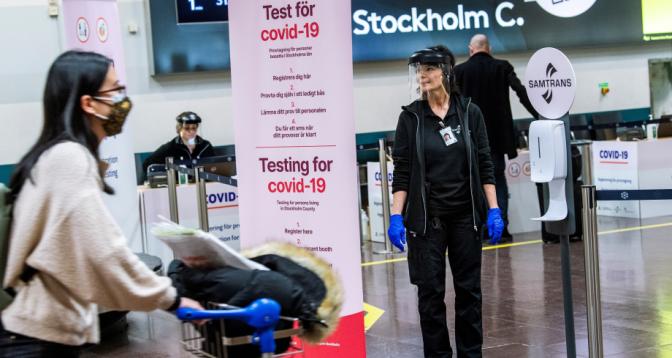 السويد تمدد حظر دخول غير الملقحين ضد كورونا إلى أراضيها