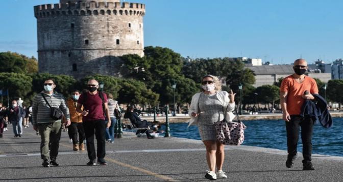 Grèce: le port du masque à l'extérieur n'est plus obligatoire
